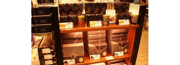 「横浜元町霧笛楼」の横濱煉瓦(フォンダンショコラ)4個840〜、横濱トワイライト(スティッククッキー、アールグレイ・ミルク&ローズなど各種)¥578など