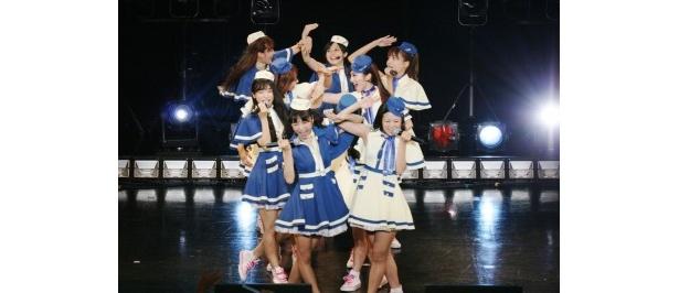 10月発売予定のニューシングルの衣装で「少女飛行」を歌うぱすぽ☆