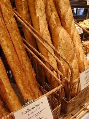 噛むほどに小麦の味わいがしっかり香るバゲット類もオススメ