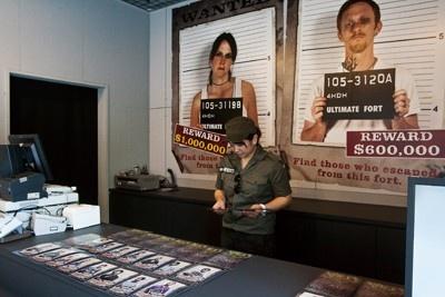 脱出できなくても、出口付近にある売店では囚人写真の販売もある
