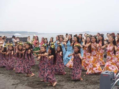 ハワイの心地よい空気が漂うフラダンスショー