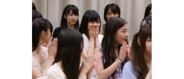 【写真を見る】オーディションを経て、声優決定の発表!驚きと喜びの表情を浮かべる生田絵梨花