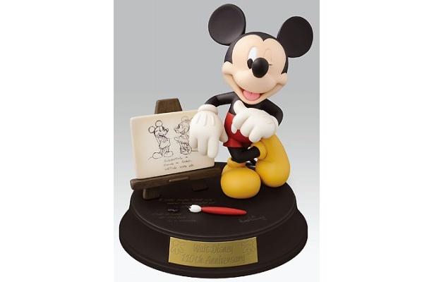 台座にウォルト・ディズニーの残した言葉が刻まれたミッキーフィギュア