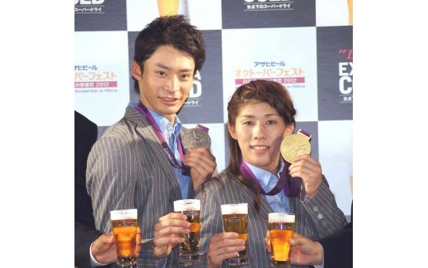 オープニングセレモニーに登場した入江陵介選手、吉田沙保里選手