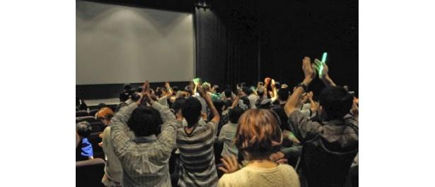 終演後はファンの呼びかけで締めの拍手とバースデーソングが