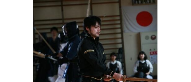 蓮実の同僚で、生徒にセクハラをする体育教師の柴原徹朗役の山田孝之