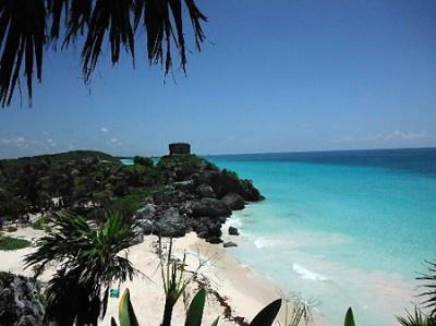 古代マヤの遺跡がそびえ立つユカタン半島の「トゥルムビーチ」