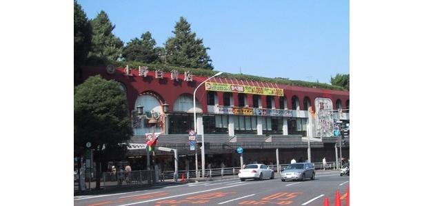 【写真を見る】閉館前の「西郷会館」と「UENO3153」はこんなに違う!