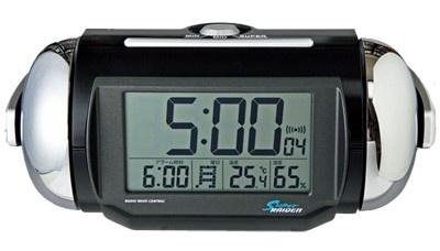 大音量のベル音アラームで起きられる電波時計。約5分のアラームオートストップや音量調節つき