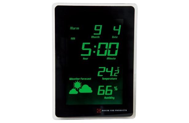 室温や天気も表示しているから、起きてすぐにその日の気候をチェック。置いても掛けてもOK