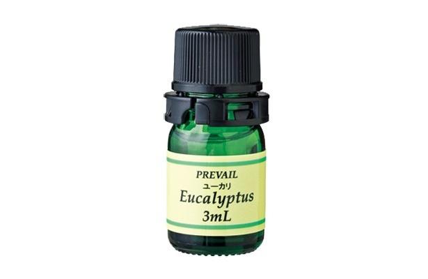 ユーカリのクリアな香りが朝に快適。寝起きに使用するとスッキリとした気分になれるエッセンシャルオイル