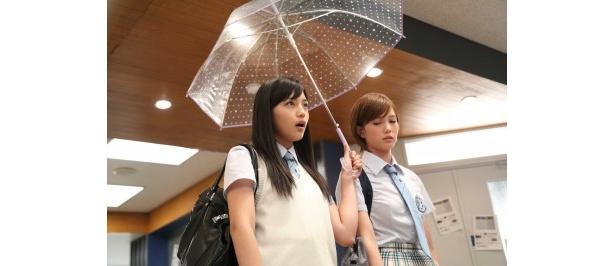 第8話では、雅(川口春奈)と麗美が対立する