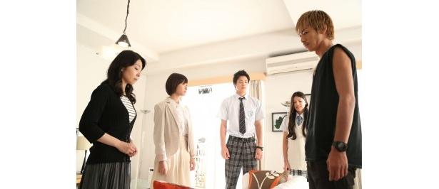 第10話では、草野(鈴木伸之)と麻由子(石井杏奈)