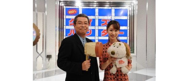 約20年ぶりに復活する「100万円!クイズハンター」で司会を務める立川志の輔、堂真理子アナウンサー(写真左から)