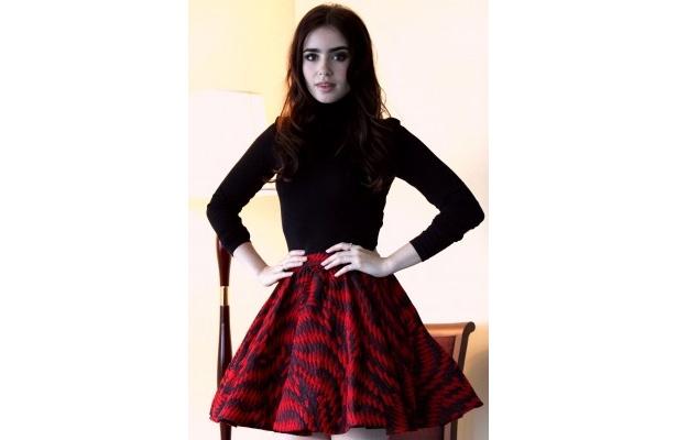 新たなファッションアイコンとしても大注目のリリー・コリンズ