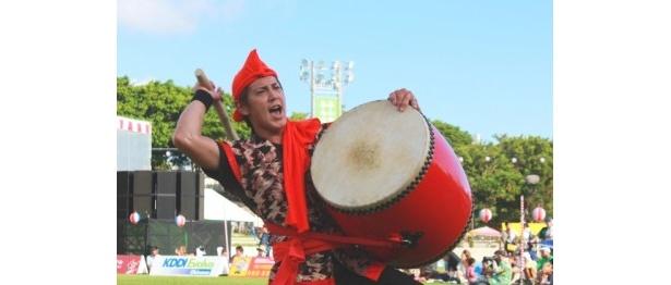 """沖縄の伝統芸能「エイサー」に打ち込む""""イケメン""""たち!"""