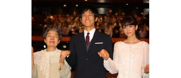 『ツナグ』の完成披露舞台挨拶に松坂桃李たちが登壇