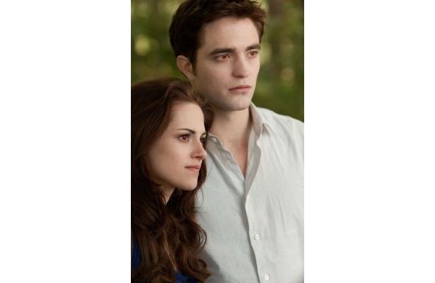 母となり、ヴァンパイアに転生したベラと、父親になったエドワード