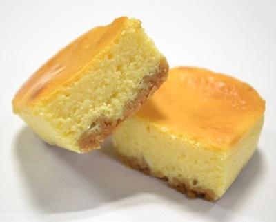 """ぎゅっとクリームチーズの断面。こちらも""""ぎゅっと""""詰まっている"""