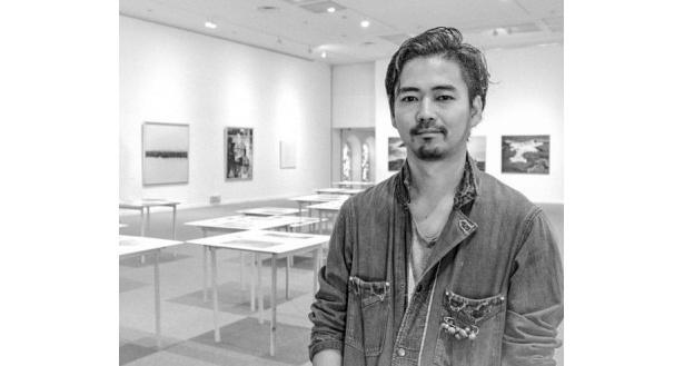 """""""南予の歴史や風土""""という観点から、景色や生産の様子を撮影する澁谷征司氏"""