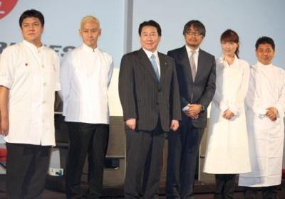 ドリームチームのメンバーは山本征治シェフ、山田チカラシェフ、狐野扶実子さん、下村浩司シェフ