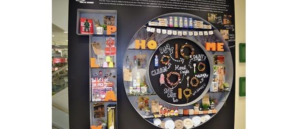 各フロアごとにお洒落な装飾が施されたオブジェが展示
