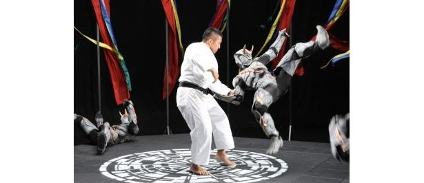 柔道家・鈴木桂治は、得意の内股でグールを一網打尽