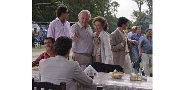 25年間連れ添った年下の恋人との関係を変えようとする男性を演じるアンソニー・ホプキンス