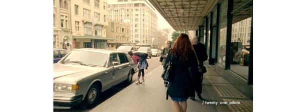 ジーンズの持つ風合いやテースト、独特の世界観を表現するためフィルム撮影で行われた