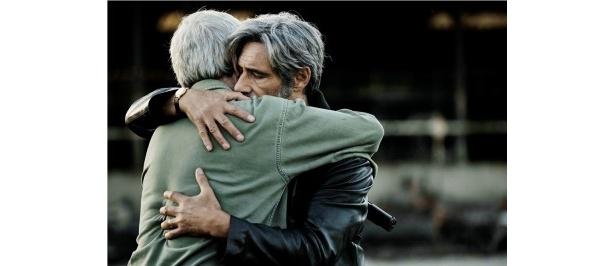 オリヴィエ・マーシャル監督が描く男たちのドラマ『そして友よ、静かに死ね』