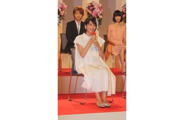 ヒロインの能年玲奈は、「伝説のアイドル・小泉今日子さんの娘役ですごく緊張してます!」