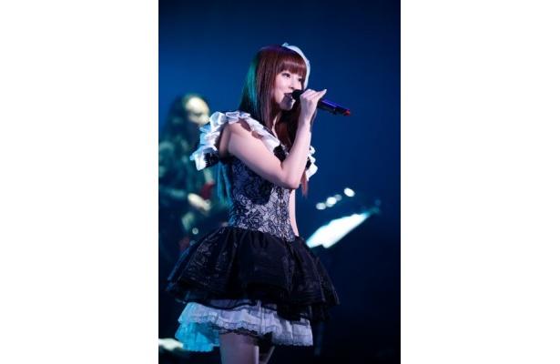 KEIKOは「姉の結婚式で(梶浦プロデュースでKEIKOも所属している)Kalafinaの曲を歌いました」というと、梶浦は「(悲しい曲が多いので)どんな歌をお歌いになられたのですか?」と心配していた