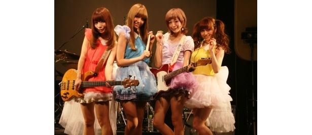 ゆかるんこと黒坂優香子が加わり、メジャーデビューへ向けて体制がととのったSilent Siren(左から山内あいな、梅村妃奈子、吉田菫、黒坂)