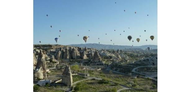 奇岩群と気球のコラボが秀逸なカッパドキア