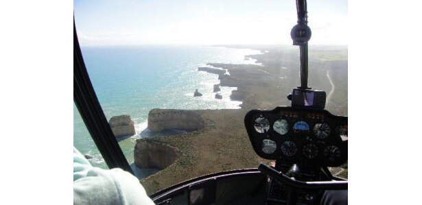 並び立つ12個の岩が印象的な12アポストロス(オーストラリア)