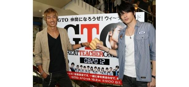 「ウィ~ッスボード」を訪れたAKIRAと城田優(写真左から)