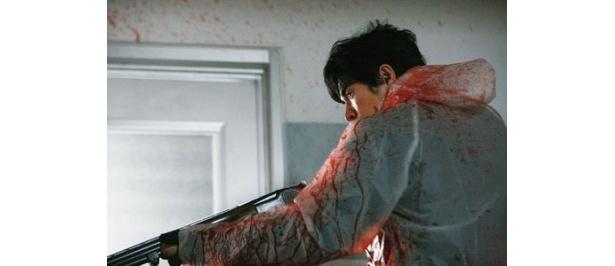 優しかった先生が散弾銃を手に生徒を殺しまくる光景は衝撃的