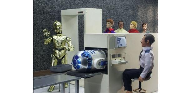 R2-D2が手荷物検査に!ピーピー鳴りそうだ
