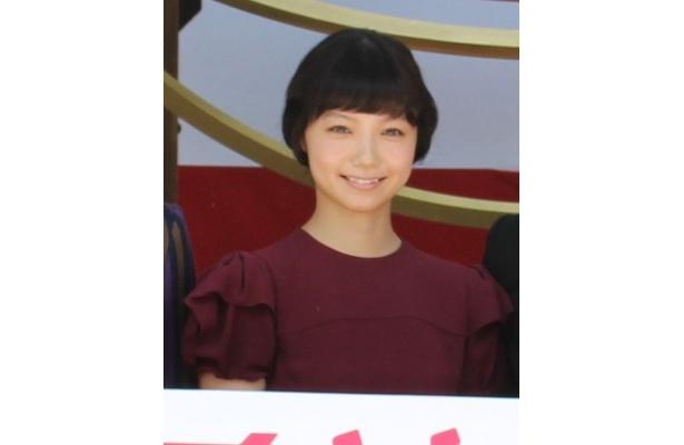岡田准一演じる算哲の妻えんを演じた宮崎あおい