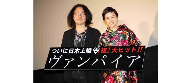 舞台あいさつに登場した岩井俊二監督と蒼井優(写真左から)