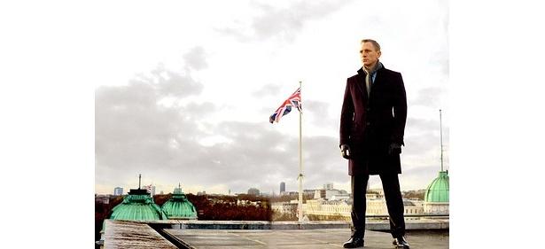 【写真を見る】ダニエル・クレイグが主演を務める007の新作『007 スカイフォール』