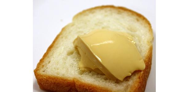 パンに塗るプリンは、パンに塗ってもおいしい超濃厚プリンなのだ。