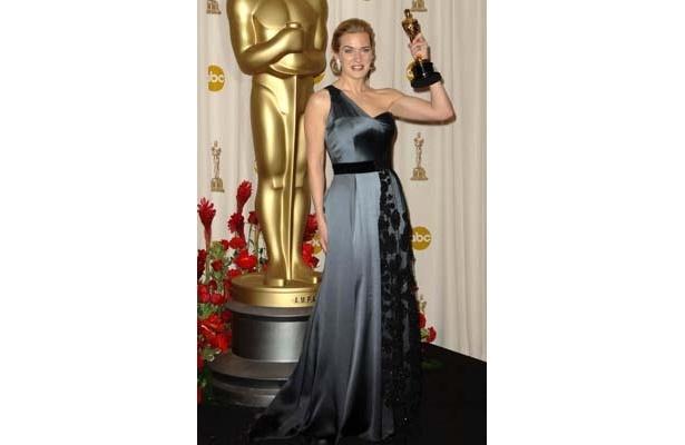 ポッチャリもナイスカバー!念願の主演女優賞を手にしたケイト・ウィンスレット