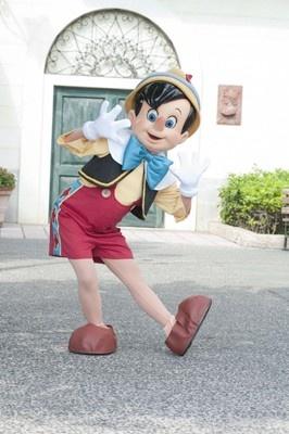 映画「ピノキオ」に登場する愛くるしいピノキオを発見! 東京ディズニーシーのハロウィーンデビューも!