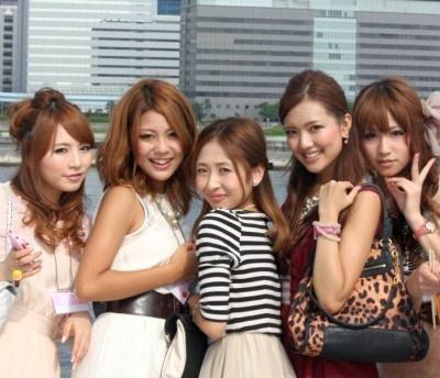 「美人時計」の船上パーティに集結した各地域の美女たち!