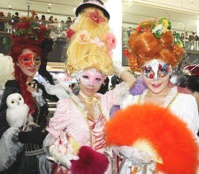 昨年行われた川崎のハロウィンパレードには貴族風の衣装を着た参加者たちがチラホラ