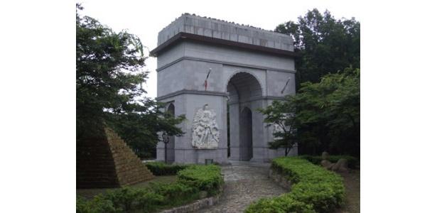 こちらはフランスの凱旋門(レプリカ)