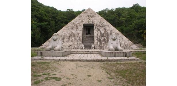 エジプトのピラミッドも登場!