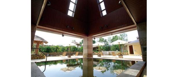 まるでバリ!「ヒーリングヴィラ印西」のスパエリアには11種のお風呂が