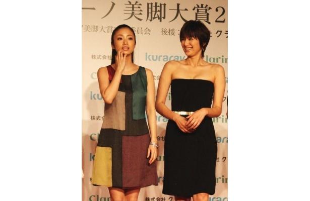 20代部門で受賞した上戸彩さんと30代部門で受賞した吉瀬美智子さん